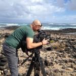 """Markus Prumbaum, auf der Suche nach dem besonderen Licht. Dreharbeiten für die Doku """"Auf der perfekten Welle."""" Fuerteventura, November 2014."""
