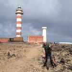 """Karge Landschaft, trotzdem schöne bunte Bilder. Dreharbeiten für die Doku """"Auf der perfekten Welle."""" Fuerteventura, November 2014"""
