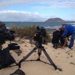 """Eine Windsurf-Legende wird verkabelt. Vorbereitung für das Interview mit Jürgen Hönscheid für die Doku """"Auf der perfekten Welle."""" Fuerteventura, November 2014"""